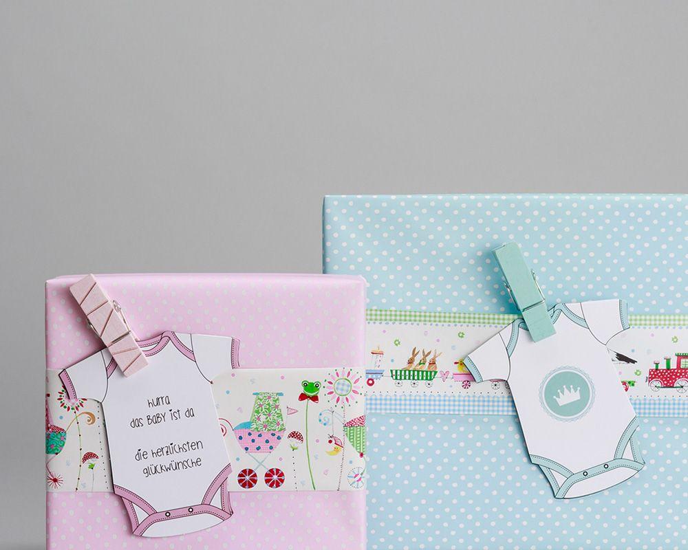 Kindergeburtstag Geschenkverpackung rosa und blau mit Strampler-Applikationen