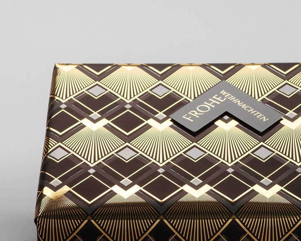 Weihnachten Geschenkverpackung braun gold mit rechtwinkligem Schriftzug