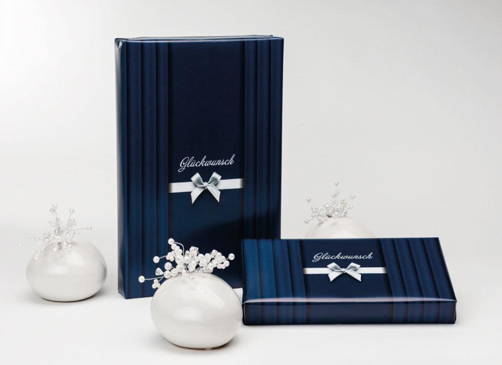 soschoenanders Geschenkverpackung darkbluestripes blau mit silberner Schleife und Aufdruck