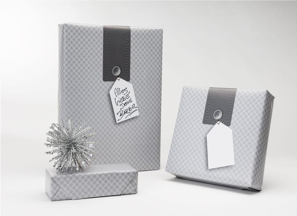 soschoenanders Geschenkverpackung likehangtag graues Karomuster mit Beschriftungs-Highlight