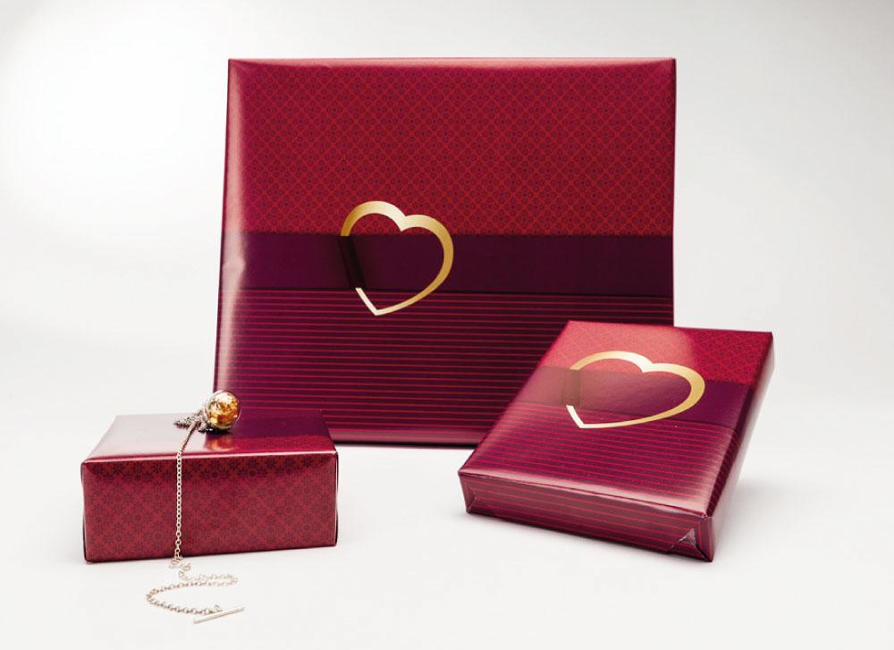 soschoenanders Geschenkverpackung sweetheart rotes Karo rote Streifen mit goldenem Herzaufdruck in der Mitte